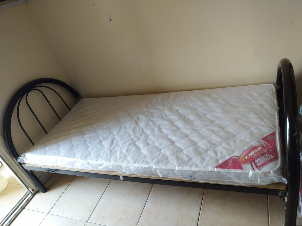 AVAILABLE LADIES BED SPACE UP 700/ DOWN 800/SINGLE EXECUTIVE 850/-