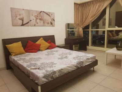 Beautiful Master Bedroom 1m from Business Bay Metro