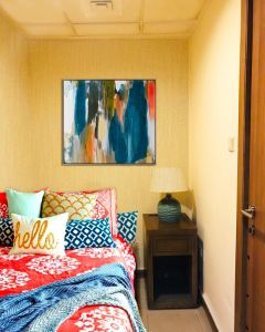 Bed space in huge room only for 1400 ladies apartment